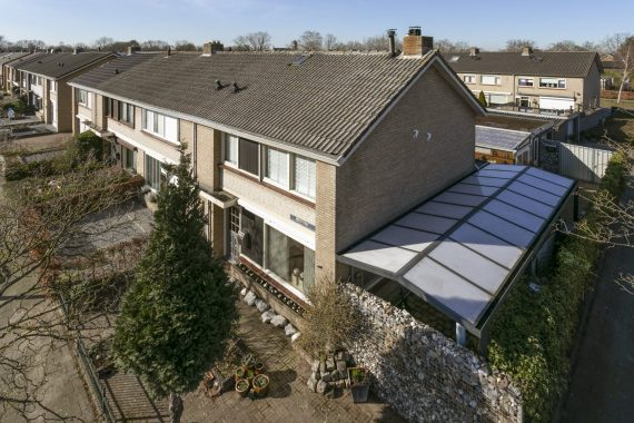Hoekwoning Made met garage en carport