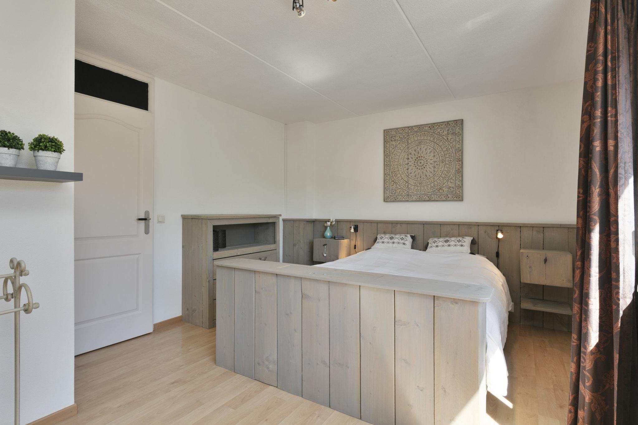 Slaapkamer -- tussenwoning met berging in Made -- 4 slaapkamers